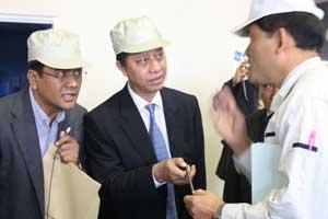 Dirjen IUBTT Budi Darmadi sedang berdialog dengan Presiden Pegasus Moriaki Shimizu